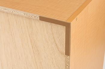 床を保護する傷防止シートが付属します。