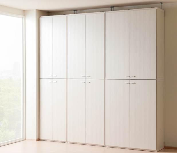扉付のシェルフを組み合わせて全て隠す収納の設置例です。