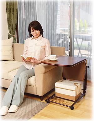 ソファーのサイドテーブルとしても使えます。